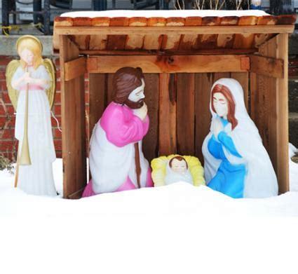 Outdoor Nativity Set Lovetoknow Outdoor Light Up Nativity Set