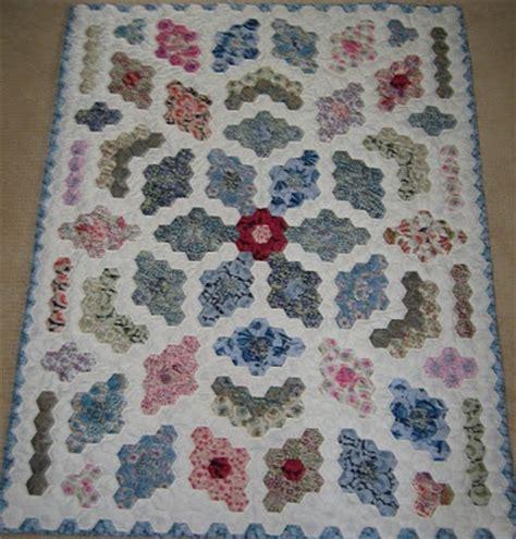 Hexagon Patchwork Quilt Patterns by 25 Best Ideas About Hexagon Quilt Pattern On