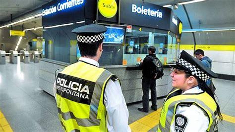 policia metropolitana convocatoria para aquellos que detuvieron los ladrones que se robaron un inodoro del