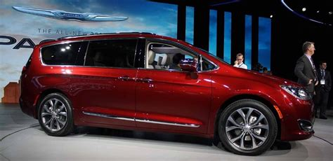 2019 Chrysler Town by 2019 Chrysler Town And Country Price Release Date