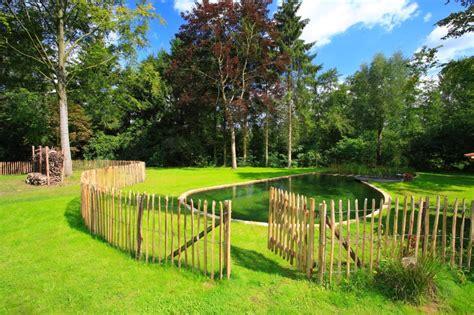 palizzate in legno per giardino steccati in paletti di castagno