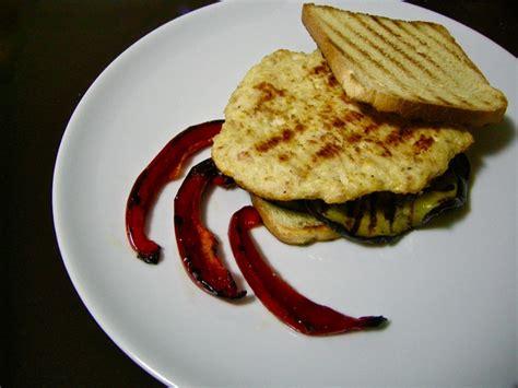 piastra per cucinare hamburger burger di pollo e prosciutto alla piastra la pentola dei