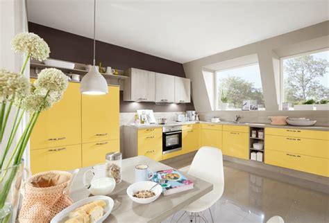 gelbe welche wandfarbe farbe in der k 252 che upgrading mit accessoires und fronten