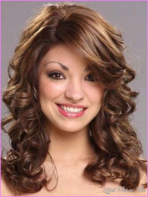 medium length hairstyles for wavy hair easy medium length haircuts for wavy hair latestfashiontips