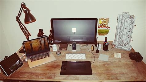 Home Studio Design Tips by Mac Setups Desk Of A Web Developer Amp Graphic Designer