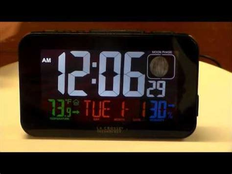 la crosse technology large display lcd electric atomic alarm clock with phone charger