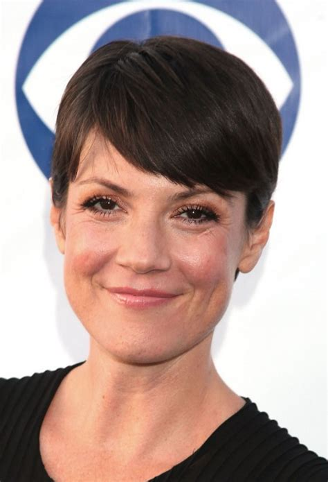 zoe mclellan haircut zoe mclellan short pixie cut with side swept bangs zoe