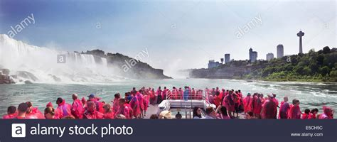 niagara falls boat pictures people on a boat ride at niagara falls panoramic scenery