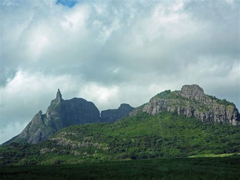 the young volcanic landscape of mauritius georneys agu
