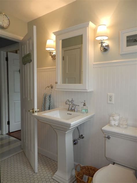 beach cottage bathroom wainscoting pedestal sink wall