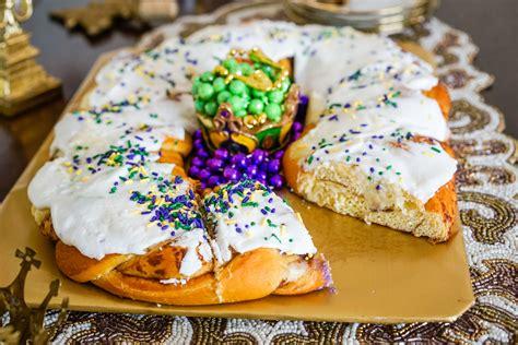 s king cake 7 king cakes you need to eat this mardi gras season