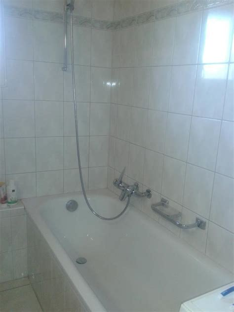 badewanne putzen waschbecken und badewanne mit waschpulver reinigen frag