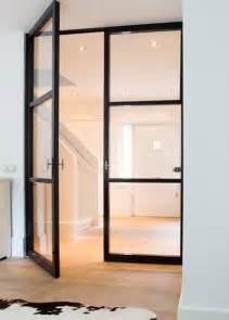 10 interiores con puertas de cristal y marco negro10
