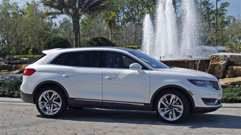lincoln suv reviews review lincoln s mkx suv is right at home on center stage