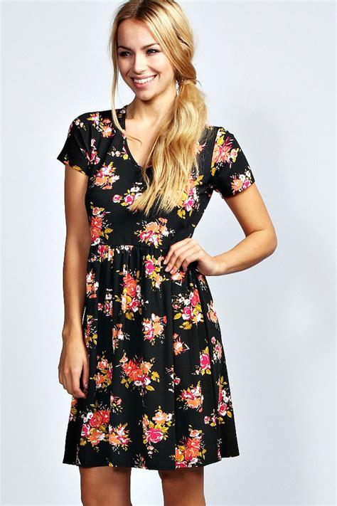 Floral V Neck Skater Dress boohoo shelly floral print cap sleeve v neck skater dress