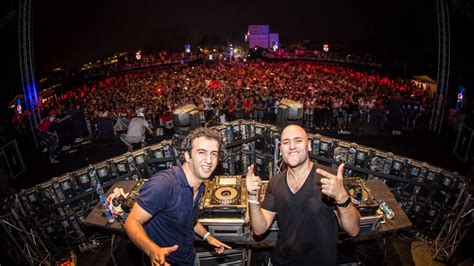 Stage Right Lighting by Aly Amp Fila Make History At The Pyramids Djmag Com