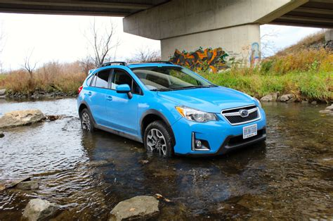 2016 hyper blue subaru crosstrek preview 2016 subaru crosstrek aims to please toronto star