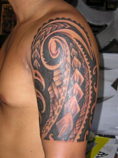 hawaiian quarter sleeve tattoo hawaiian tribal tattoo on man left half sleeve
