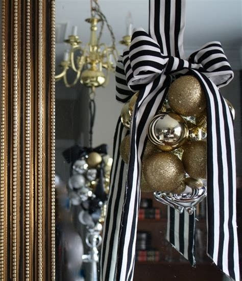 elegant black and gold christmas decor ideas digsdigs