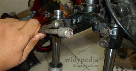 Oli Shock Merk Showa Widypedia Memperbaiki Shockbreaker Depan Motor Supra X 100cc
