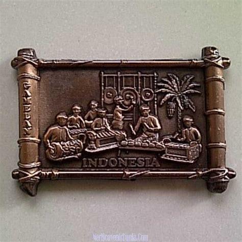 Magnet Kulkas Monas Jakarta Putih jual souvenir magnet kulkas gamelan metal indonesia