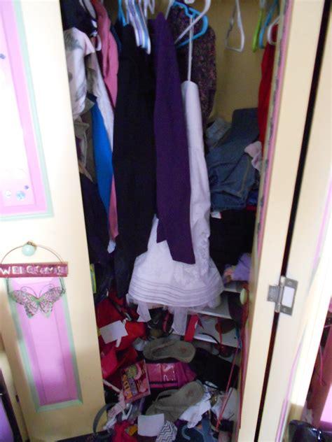 Closet Organizer Materials by Customizing A Closet Organizer