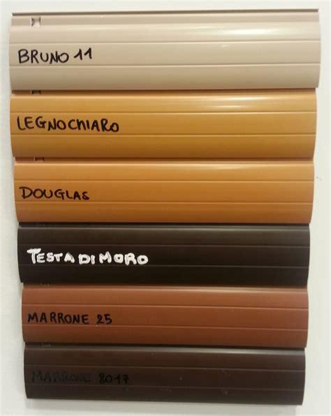 casa di marrone foto colori tapparelle in pvc