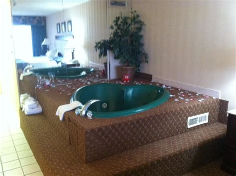 Hotels With Tubs In Room In Md by Room Picture Of Princess Royale Resort