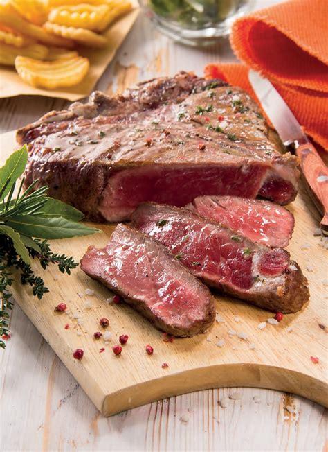 cucinare costata di manzo costata di manzo con pepe rosa e timo rosmarino alloro