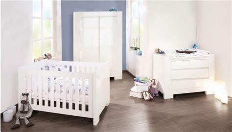 chambre bebe blanc lit bb sky blanc pinolino secret de chambre