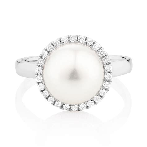 ring with a cultured freshwater pearl diamonds in 10kt