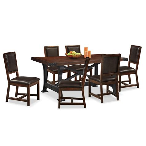 Newcastle Table And 6 Chairs Mahogany American American Signature Dining Table