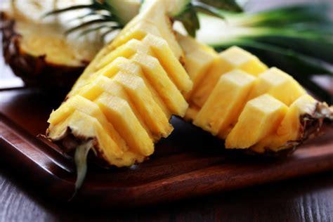 come presentare l ananas a tavola come servire l ananas fresco tomato