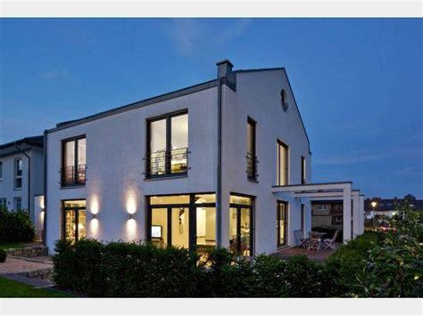 Architektenhaus Satteldach Modern by Hausansicht Kundenhaus Familie Arndt Architektenhaus
