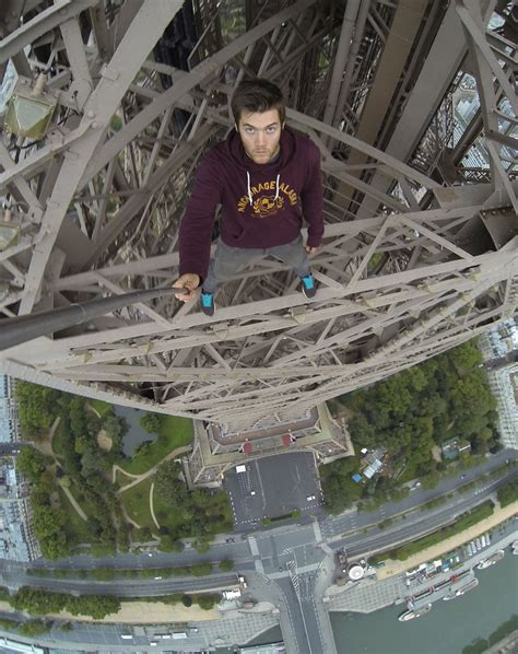 Dsse Am Selfie 28 000 kingston from southton poses for photo on eiffel