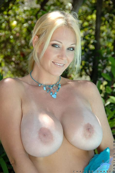 charlee chase Showing Off her sexy Body And Dildoing her