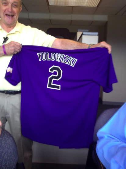 Troy Tulowitzki Shirt Giveaway - ロッキーズ 看板選手 トゥロウィツキーのユニフォーム15000枚