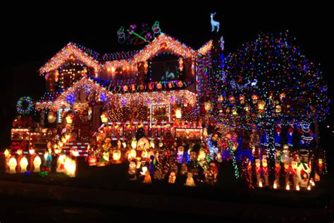 the great christmas light fight in 10 words in 10 words