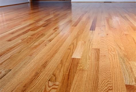 what s the difference between oak flooring and white