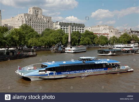 thames river boats tfl a thames clipper river bus boat travelling on the river