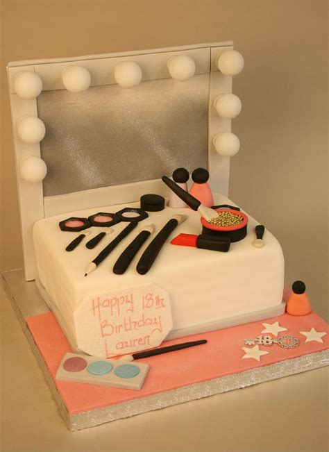 makeup themed birthday cake les 25 meilleures id 233 es concernant g 226 teaux d anniversaire