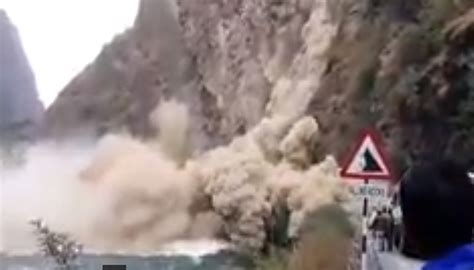 earthquake news india watch tourists defy death at manali chandigarh highway