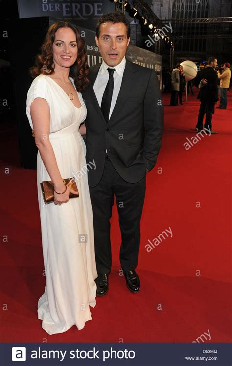 rufus sewell daughter actors natalia woerner und rufus sewell attend the