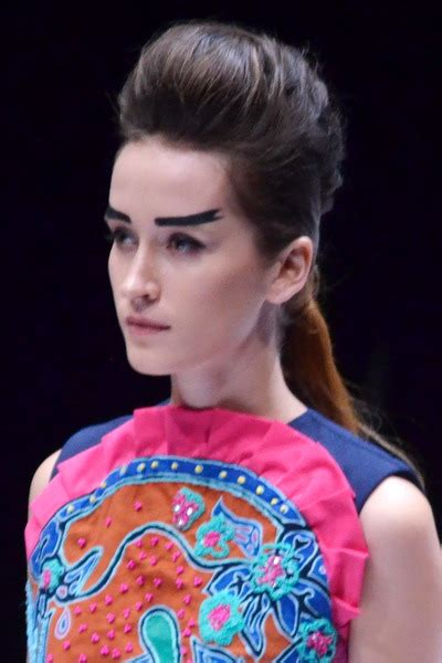 Sho Kuda Di Zalora inspirasi cantik kuncir rambut ekor kuda rendah