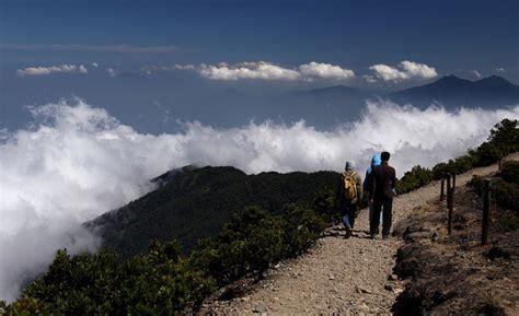 Kaos Gunung Gede Pangrango Tebing info unik pilihan gambaran mendaki salah satu dari puncak