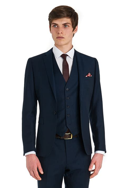 Look gorgeous with high quality 3 piece suit the fashion cat