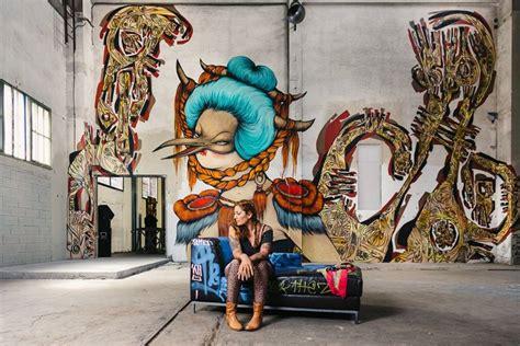 van murals   market