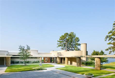 frank lloyd wright inspired lake house design boasting unique rounded spaces freshome com