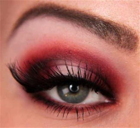 step by step red eyeshadow tutorial | amazingmakeups.com