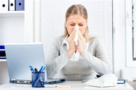 fieber bei kleinkindern ab wann ins krankenhaus grippaler infekt mit erk 228 ltung arbeiten oder nicht